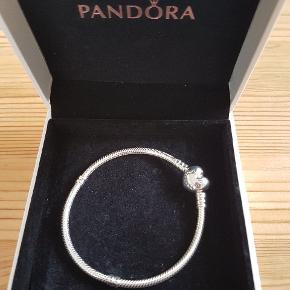 Pandora armbånd   18cm  Nyt i æske   Porto 36kr