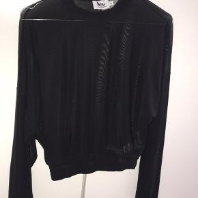Super fin, sort gennemsigtig bluse fra Na-kd.