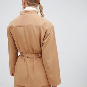 Monki utility jacketi beige  Nypris 400kr  Passes både af en small og medium