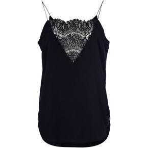 Blonde top 🖤 kan bruges både under en bluse eller som en top i sig selv, behagelig med elastik stropper og Loose fit. Ny pris 300,- Sælges billigt ✨