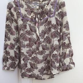 Mega fin silkeskjorte som desværre er blevet for lille. Eneste brugstegn er at mærket er blevet lidt brunligt - måske går det væk i vask.