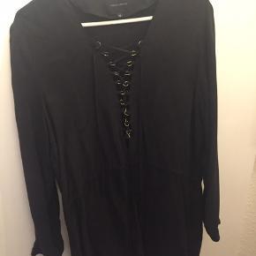 Smuk sexet kjole fra Birgitte Herskind i str. 38 sælges. Åben hele vejen ned foran, men kan også lukkes til hvis man ønsker det
