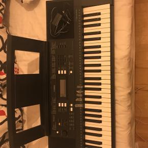Sort keyboard som næsten ikke er blevet brugt kunne godt trænge til en klud Np:1800kr