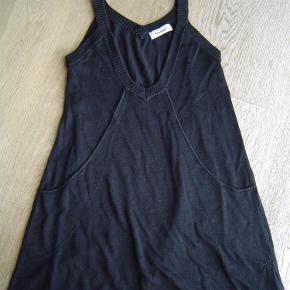 Varetype: Fedeste tunika kjole str. M fra Pieces Farve: Sort/hvid  Fedeste tunika kjole str. M fra Pieces. Ingen huller eller pletter.  Byd!