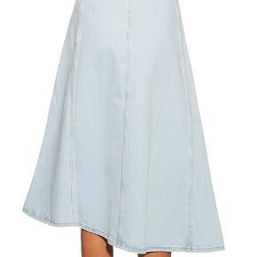 Helt ny acne studio denim nederdel, ny pris på ligger omkring 2.185 kr.