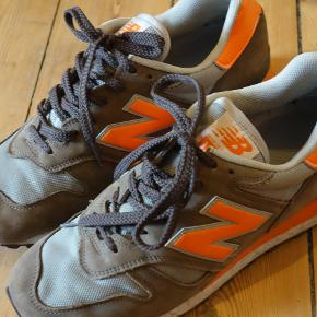 Herresko, New Balance, str. 43, Brun/Orange  New Balance model 1300. De er brugte og har brugsspor udenpå. Sål og form på skoene er rigtig fin.  Kan afhentes på Nørrebro eller sendes på købers regning.