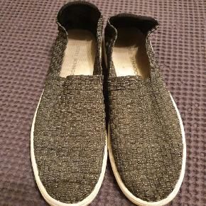 Fede sko i glitter elastik. Er brugt ca. 5-7 gange.