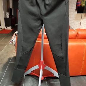 Brand: Nü by staff Luxury Varetype: Bukser (175 kr) Farve: Sort  Flotte bukser fra nü by staff Luxury, brugt få gange.
