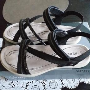 nye komfort sandaler med memory skum nypris:399,00kr desværre købt for store