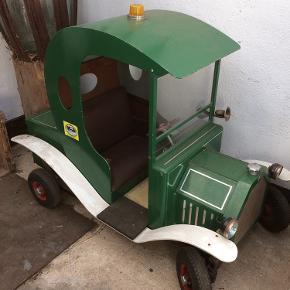 Super fin grøn bil sættes nu til salg.  Kan køre