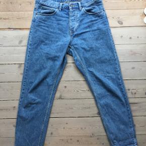 Sælger disse Carhartt Newell jeans, da bukserne var for store. Bukserne passer som 32/33 W, selvom de er skrevet op som 30W. Kan afhentes på Nørrebro eller sendes på købers regning
