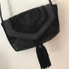 Rigtig fin taske fra Becksöndergaard. Den er brugt en enkel aften, så derfor fremstår den som helt ny