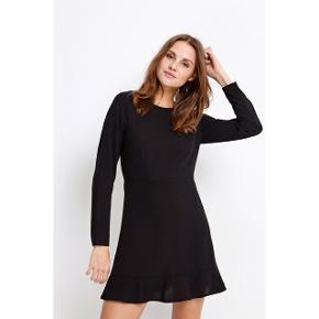 Hej!  Jeg sælger denne fine kjole fra Envii, der aldrig har været brugt, kun prøvet på. Ny prisen var 550,- Kom med et bud:)
