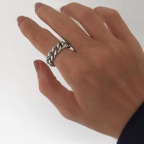 Sælger denne ring i en str. 51 da den desværre er for lille til mig:) BYD