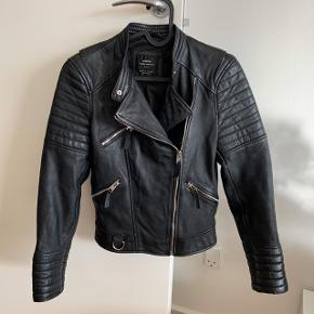 Læder biker skind jakke med lynlås    #30dayssellout #trendsalesfund Vila , envii , h&m , monki , selected femme , zara