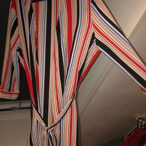 Flot kimono fra vero moda!  Sælges da jeg ikke får den brugt.