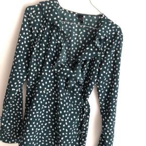 Klassisk bluse fra Vero Moda i str M, brugt enkelte gange :)
