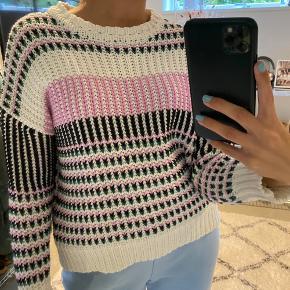 Super fin mønstret sweater fra only i str small, den er godt brugt