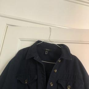 Fin jakke fra forever 21, næsten som ny i str small