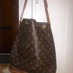 God skulder/crossbody Louis Vuitton noe (den store) taske, ægte og vintage. Meget slidt i bunden - kan limes sammen. Byd 👏🏽