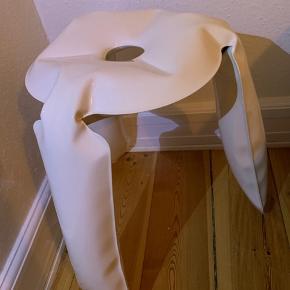 HAY Plopp skammel - designet af Oskar Zieta  Unika skammel - hver Ploop er håndlavet og der er derfor ikke to der er ens.  Er aldrig blevet brugt, har stået i et hjørnet  Ny pris ca. 2500 kr