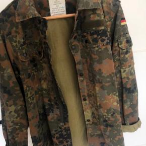 Army denim jakke købt i en genbrug i Finland.
