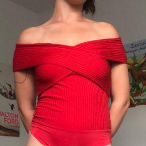 Rødt bodysuit fra Zara. Næsten ikke brugt.