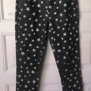 Super seje bukser med stjerner på str.  M/L