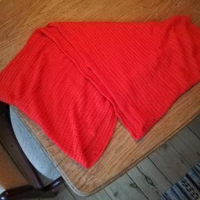 Postkasserødt tubetørklæde fra PIECES.