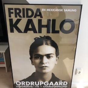 Sælger denne flotte Frida Kahlo udstillingsplakat, da jeg allerede har en i forvejen. Den er 70 x 100 cm.  Vær opmærksom på, at den sælges uden ramme (se billede 2).   Kan afhentes på Østerbro.