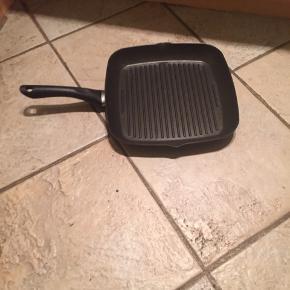 Cook & baker grillpande  Brugt en gang  Ny pris 499,95