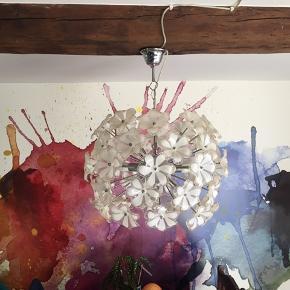 Rigtigt fin blomster loftslampe