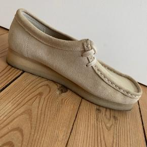 Købt april 2019 hos Boozt, nypris 1199, Clarks Wallabee OFF White Suede