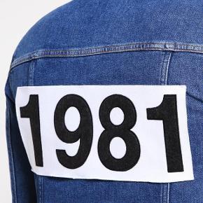 har ryddet ud i klædeskabet og fundet en masse flotte ting som sælges billigt, finder du flere ting, giver jeg gerne et godt tilbud....  Won Hundred jeans jakke nypris 1200 kr.  brugt 2 gange