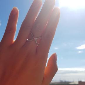 Trend X-ring fra Michael Kors.  Aldrig brugt.  Original pris 799kr.  Str.: M/ 55 (ca.)