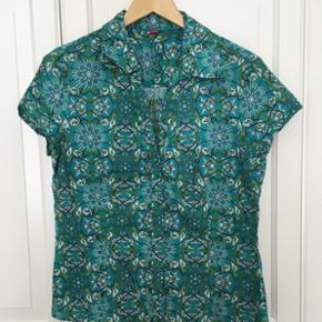 Skjortebluse fra Esprit. Dejlig blød let bomuld 🌼 Perfekt her til sommer. XL - passer en L.