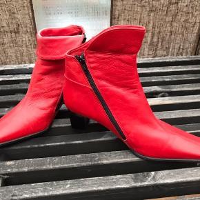 Støvlerne er i ægte skind fra Sienna- helt nye og ubrugte.