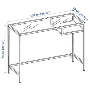 Jeg sælger dette bord fra IKEA, der både kan bruges som skrivebord eller entrémøbel.  Jeg har haft bordet en del år, men det har primært stået i kælderen og samlet støv, hvilket også er grunden til jeg sælger det. Jeg sælger blandt andet også et sofabord af samme stil og mærke, se gerne mine andre annoncer for mere information ☺️  Nypris er 200 kr.  Jeg har brugt billederne fra IKEA's hjemmeside, men hvis det ønskes, kan jeg tage nogle billeder af mit eget bord.  Jeg sender ikke denne vare, derfor er afhentning den eneste mulighed 🌸