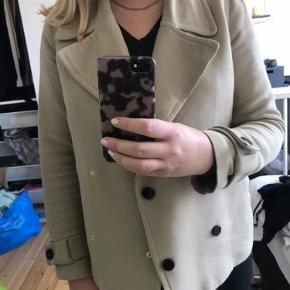 Second female jakke, fremstår som ny. Str M men passes også af en S. Byd gerne ☺️