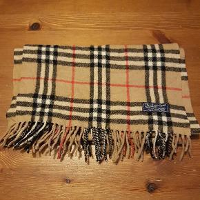 Burberry Tørklæde Virkelig fedt vintage tørklæde fra burberry  100% Lambswool  Np : 3000,- Mp : 800,-  Mål: 168x30
