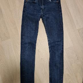 Str. W29/L32. Model 519 extrema skinny jeans fra Levi's. Bukserne har et skinny fit som gør at de sidder til. Der er masser af stræk i stoffet så de ikke strammer.