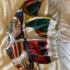 Polo Ralph Lauren sweater som næsten ikke er brugt og kun vasket et par gange  Str. XS men passer Sagtens en str. S   Nypris 1500kr  BYD!!