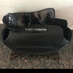 Originale Dolce Gabbana solbriller med etui. Stort set aldrig brugt - fejler intet. Sendes gerne (fragt 49kr).