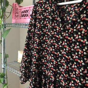"""Flot lang kjole købt i Vero Moda men med mærket """"Pigalle"""" i nakken."""