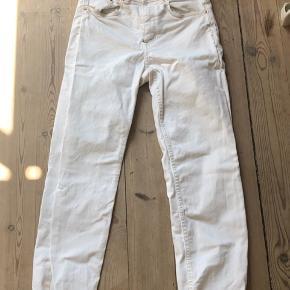 Fine hvide jeans Sidder løst nedenfor