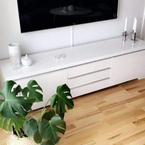 Sælger dette tv bord skriv for mere info :)