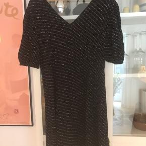 Alva kjole fra boii studios  Brugt få gange  Sommerkjole