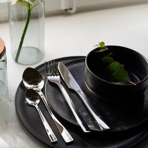 Stentøjs middags tallerkner fra Raw1835 by Christiane Schaumburg-Müller.   Har 8 stk, brugt i en meget kort periode.  Måler 29 cm  Np: 129