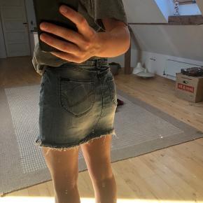 Sælger denne cowboy nederdel
