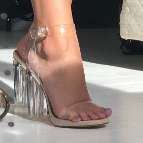 Fineste sandaler fra ASOS med klar blok hæl. Kun prøvet på